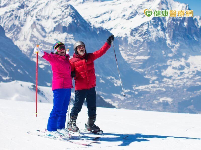 滑雪歡呼,享受人生